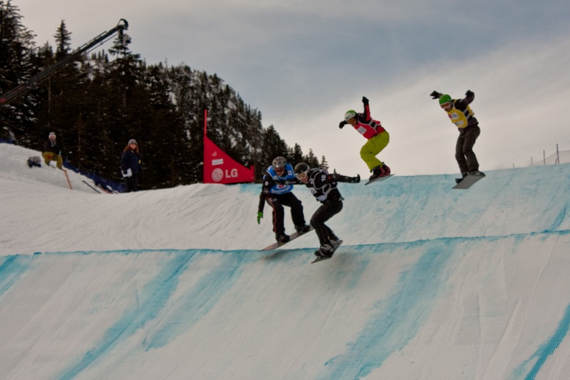 Snowboarding cross
